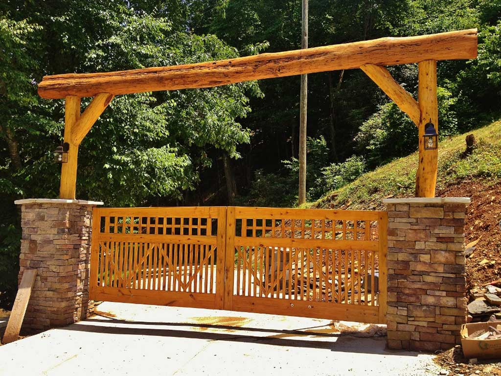 beautiful wooden entrance gate in Galax, VA